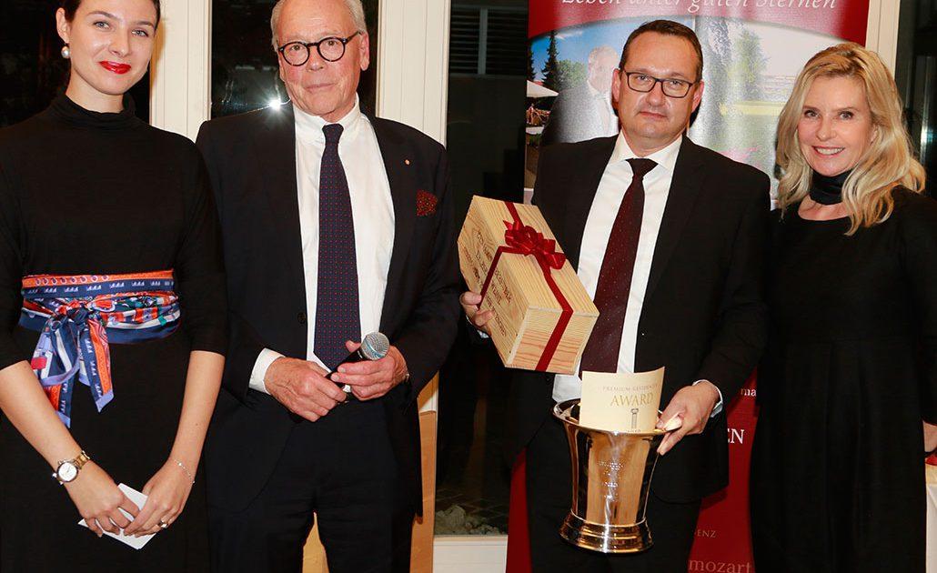 Dritter Platz Premium-Residenzen AWARD Larissa Schütz (Moderation), Thomas Neureuter (Herausgeber Premium-Residenzen), Dieter Reiter, (Residenz Schloß Stetten), Katrin Neureuter (GF Edition Neureuter GmbH)