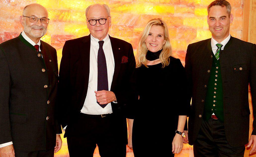 Gewinner Premium-Residenzen AWARD Max. H. Nübel (ehem. GF Wohnstift Mozart), Thomas Neureuter (Herausgeber Premium-Residenzen), Katrin Neureuter (GF Edition Neureuter GmbH)